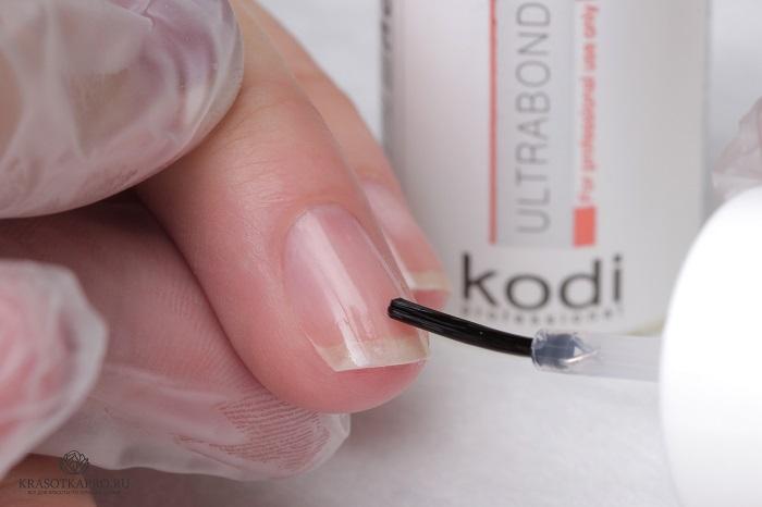Покрытие ногтей специальным бескислотным праймером