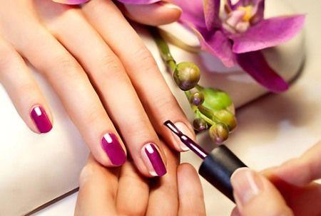 Красим ногти, обработанные специальными средствами гель-лаком