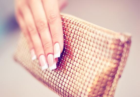 фото ухоженных ногтей с сумочкой