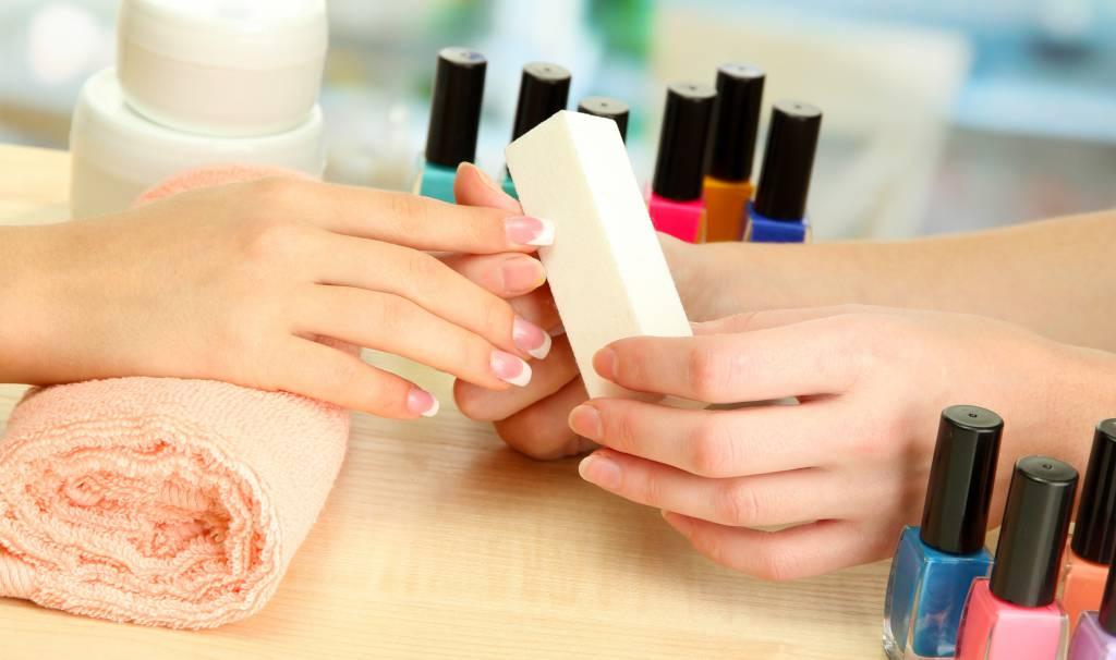 изображение полировки ногтей бафом