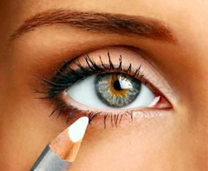 Как пользоваться белым карандашом для глаз?