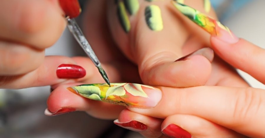 Китайская роспись на ногтях кистью