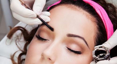 фото - Процедура окрашивания бровей